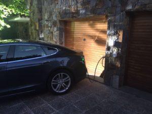 domowa stacja ładowania samochodu